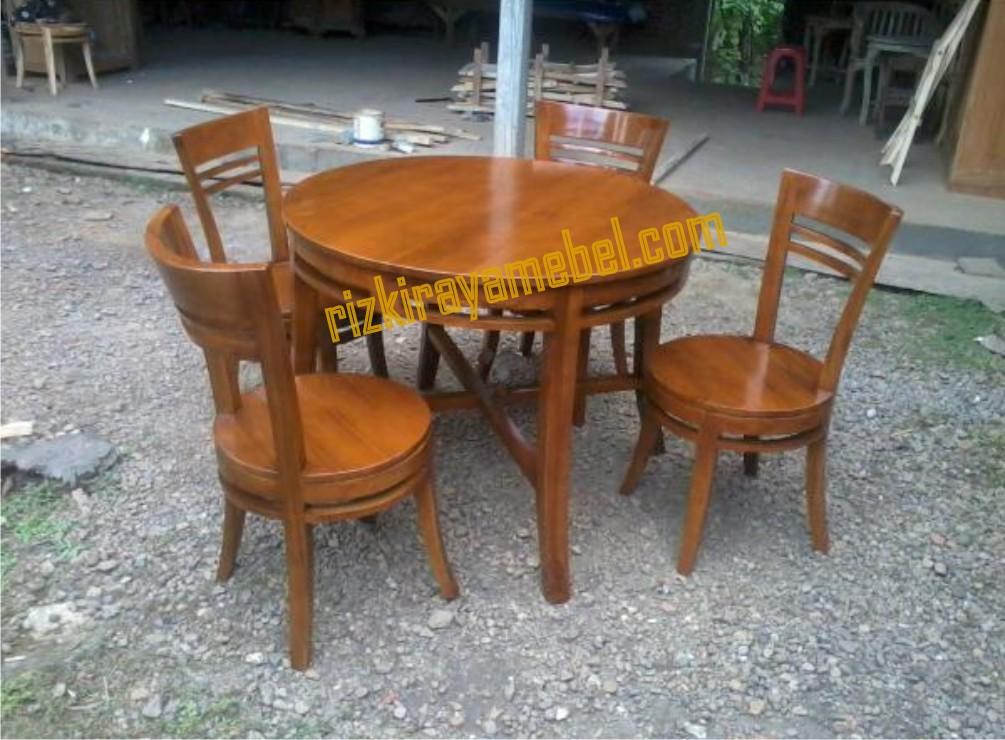 meja makan untuk kafe