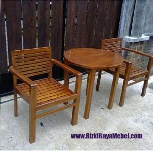 Meja Kursi Teras dan Taman Simple