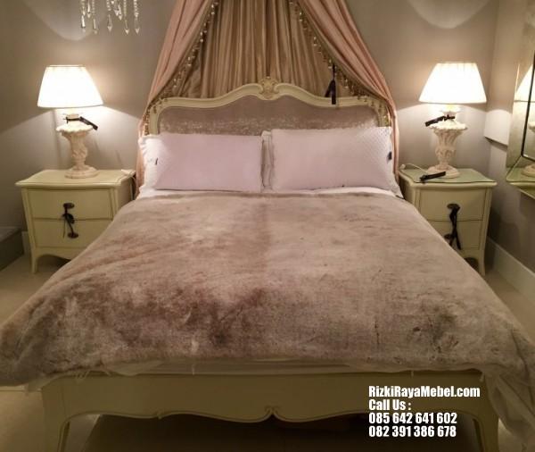 set-tempat-tidur-ukir-minimalis-mewah