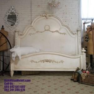 Tempat Tidur Kayu Ukiran Duco