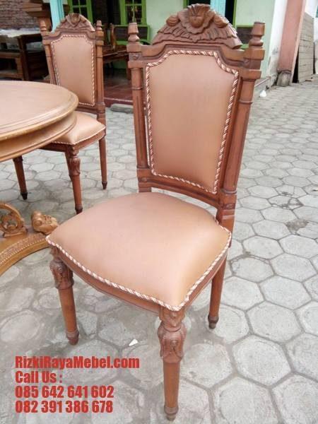 Meja Makan Ukiran Model Klasik Cantik Rizki Raya Mebel toko furniture online Jepara Terpercaya Call : 085642641602