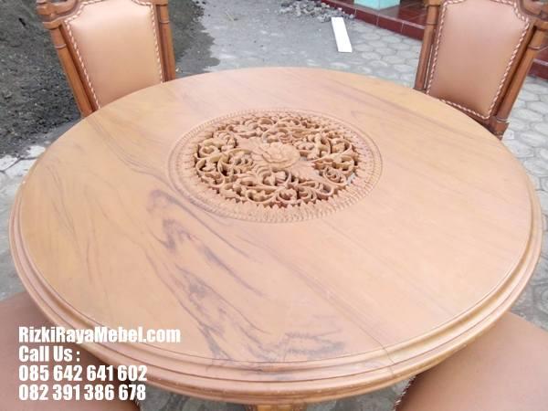 Meja Makan Ukiran Model Klasik Cantik Rizki Raya Mebel toko furniture online Jepara berkualitas Call : 085642641602