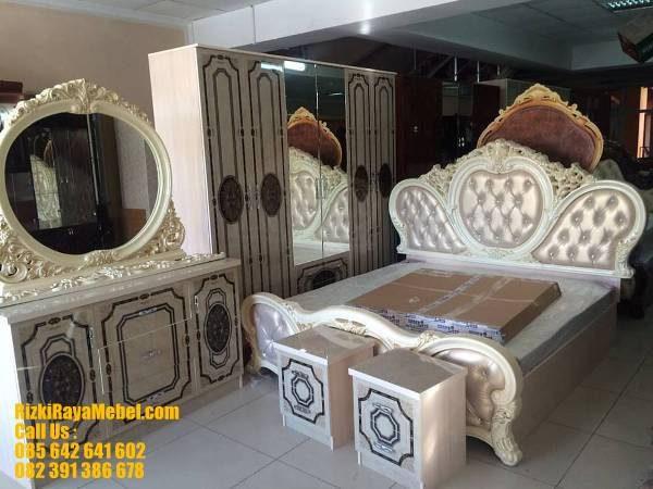 Desain Mewah Kamar Set Pengantin Ukiran RRM 422 Rizki Raya Mebel toko furniture online Jepara berkualitas Call : 085642641602