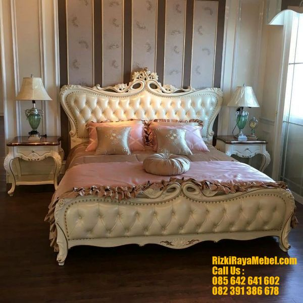 Desain Model Set Tempat Tidur Mewah Ukiran RRM 420