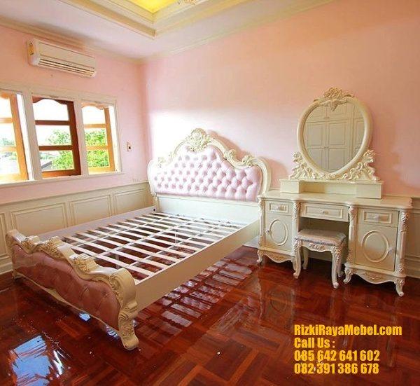 Set Tempat Tidur Busa Ukiran Mewah RRM 421