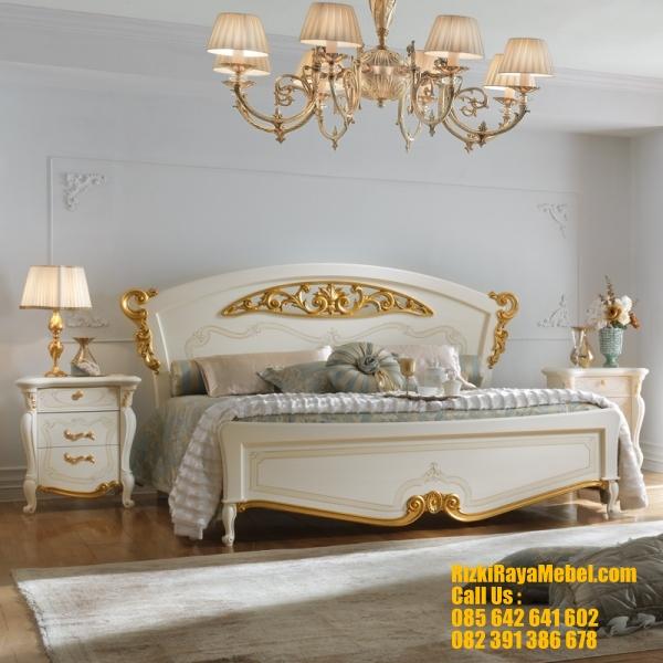 Set Tempat Tidur Mewah Desain Italian Bedroom RRM 423