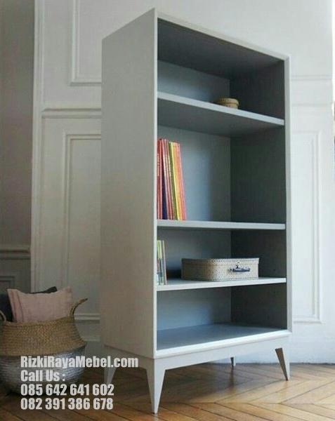 Rak Buku Desain Model Scandinavian RRM 458