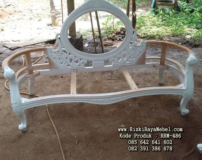 Desain Kursi Sofa Single Putih Mewah RRM-486