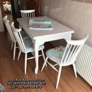 Kursi Makan Kayu Warna Putih Bunga